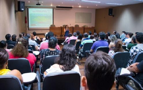 Foto Profa. Maria Tereza Duarte Paes (UNICAMP) Aula Magna FIPAM (02/2015)